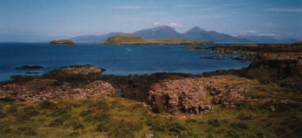 Eilean nan Each from Muck with Rum in the background. Click on the picture to enter.